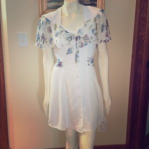 Fun flirty white button down vintage dress. 9/10
